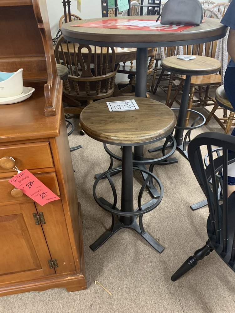 Chestertown Antique and Furniture Center: 6612 Church Hill Rd, Chestertown, MD