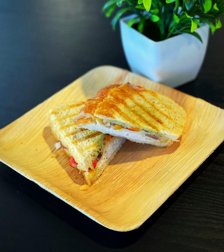 Delicious Cafe: 512 S Beeline Hwy, Payson, AZ