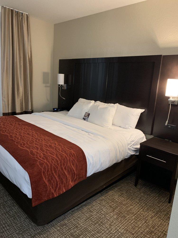 Comfort Inn & Suites Cedar Rapids CID Eastern Iowa Airport: 710 America Drive SW, Cedar Rapids, IA