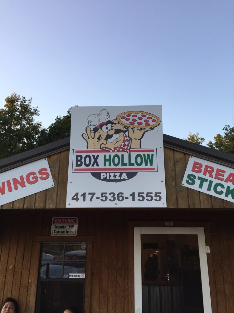 Box Hollow Pizza: County Rd 64-152, Lebanon, MO