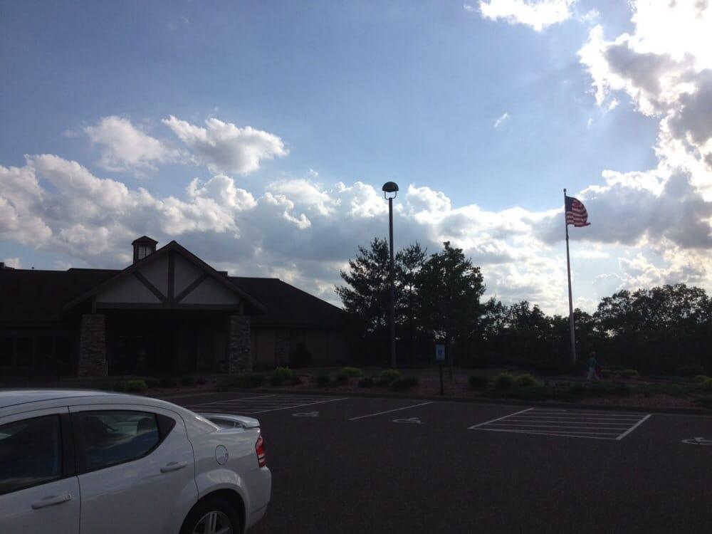 Eau Claire Golf & Country Club: 828 Clubview Ln, Altoona, WI