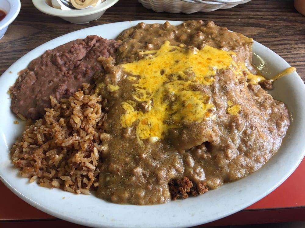 Canales Cafe: 302 Main St, Tivoli, TX