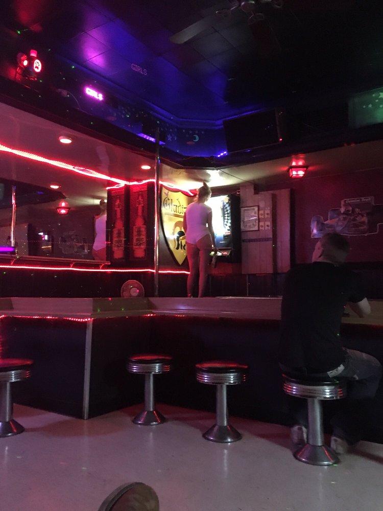 Gladiator Bar: 307 N Broadway Ave, Gilbert, MN