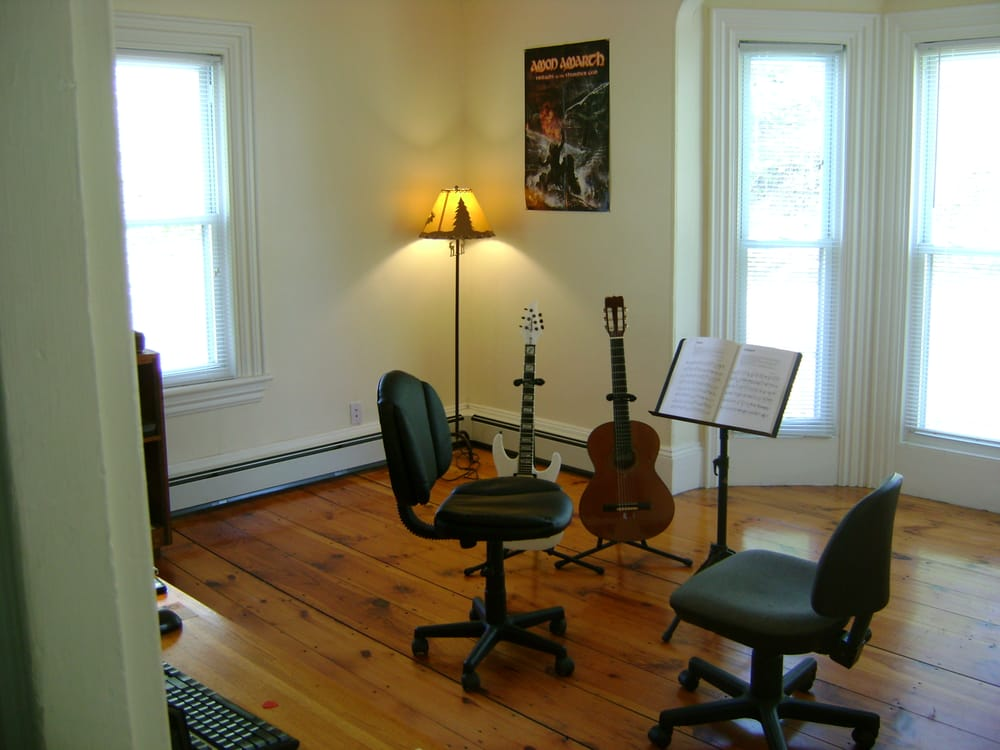 Carriage Town Music: 184 Elm St, Amesbury, MA