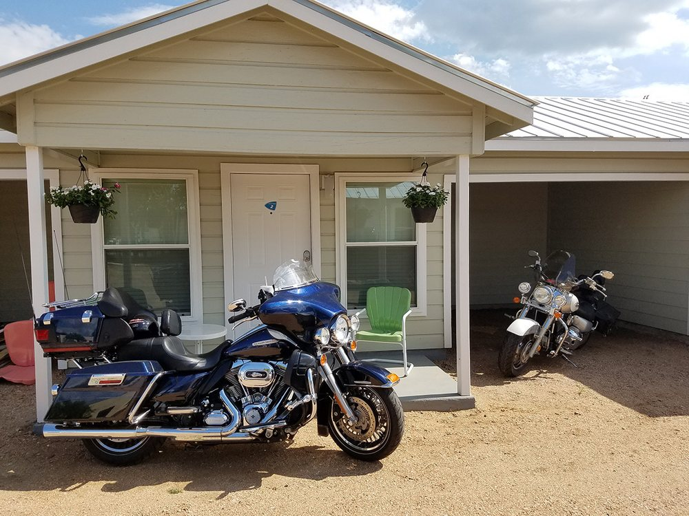 River Trail Cottages: 1709 Water St, Kerrville, TX
