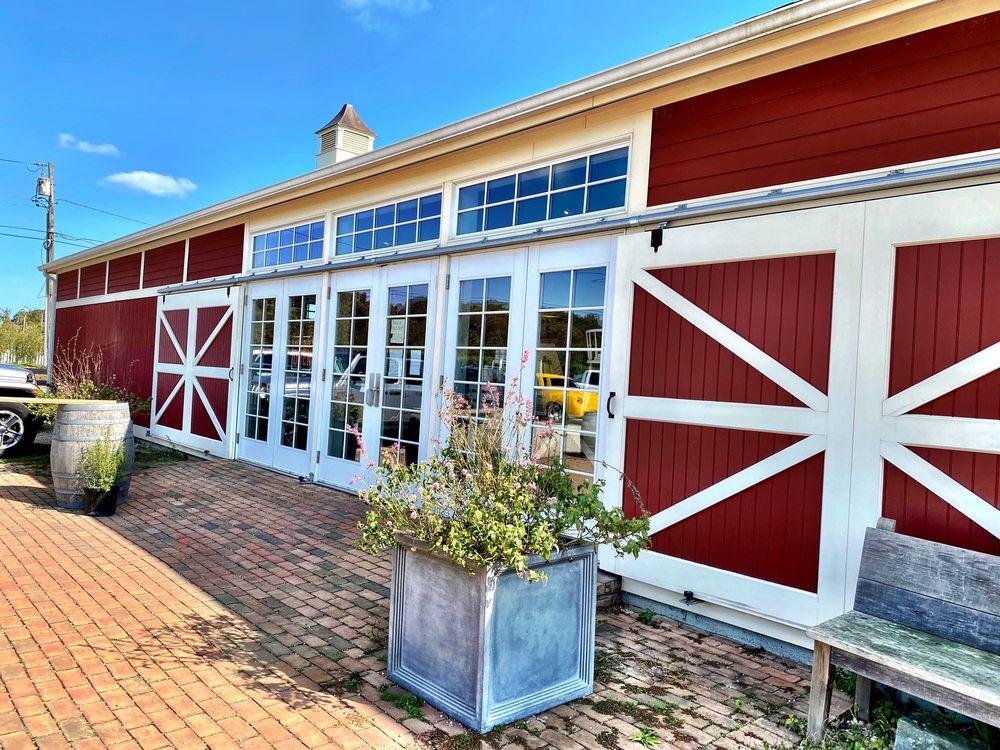 8 Hands Farm: 4735 Cox Ln, Cutchogue, NY