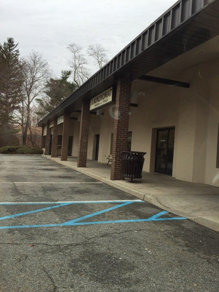 Park Ridge Laundromat Wash & Fold: 168 Kinderkamack Rd, Park Ridge, NJ