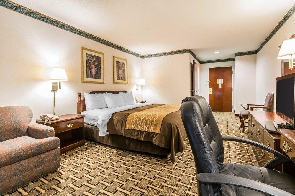 Quality Inn & Suites: 19622 Elpers Rd, Evansville, IN