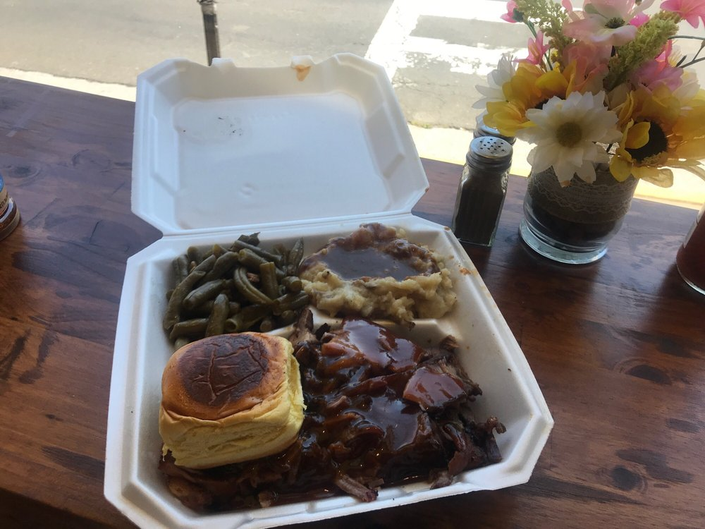 Po Green's Southern Food & BBQ: 1202 N Royal Ave, Front Royal, VA