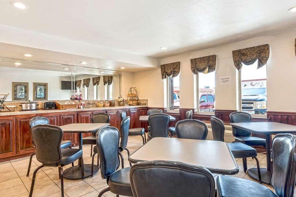 Americas Best Value Inn Paris: 3755 NE Loop 286, Paris, TX