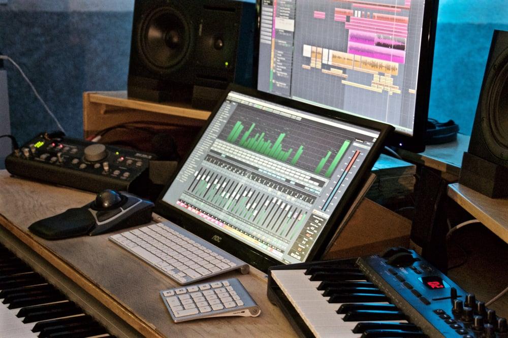 Sweet Spot Studio: 4204 Pineridge Dr, Annandale, VA