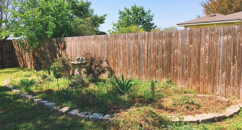Happy Grass Lawn Service: Bastrop, TX