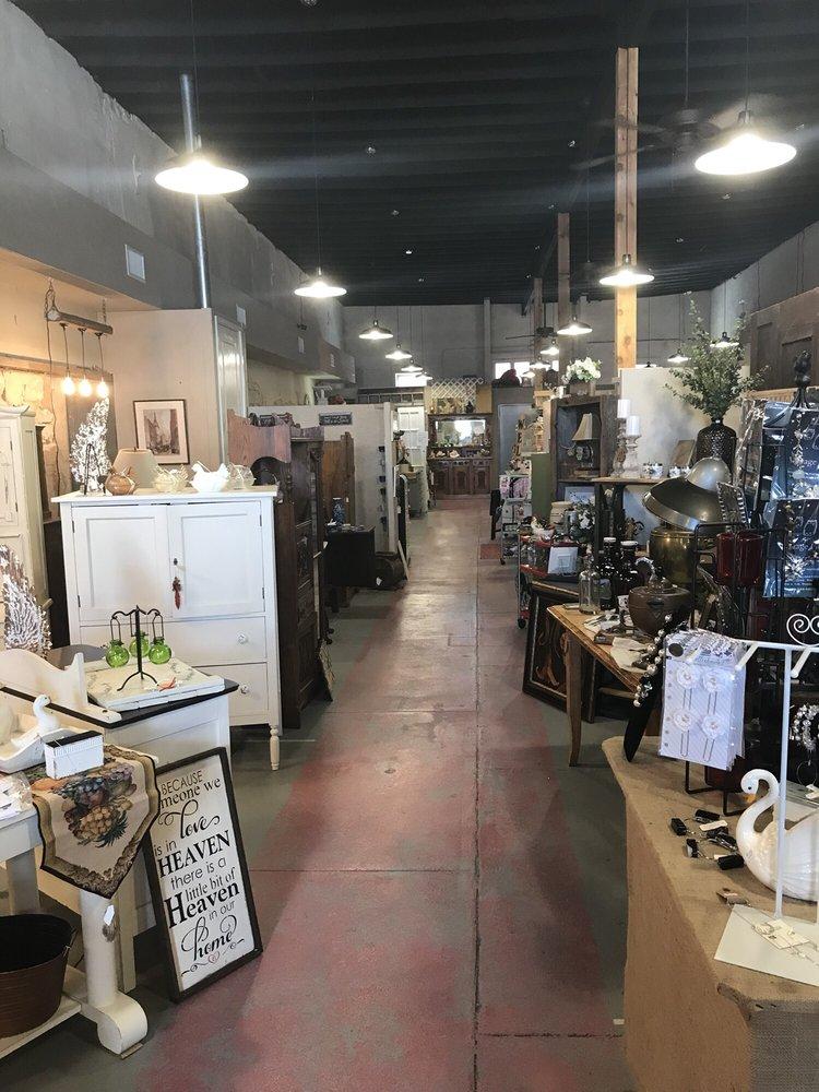 Vis A Vis Galleria: 3 W Mesquite Ave, Rogers, TX