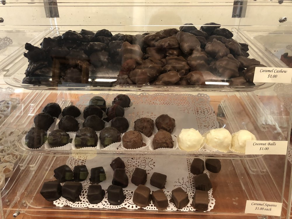 Lisa's Chocolates & gifts: 534 Storrs Rd, Mansfield, CT