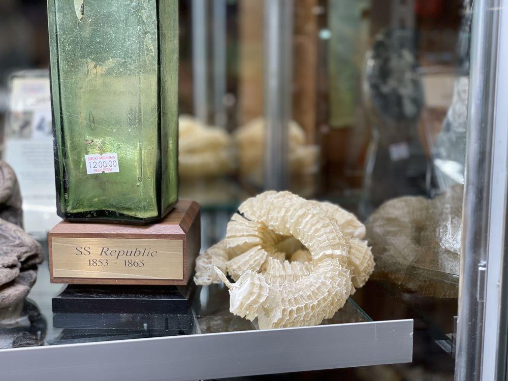 Smoky Mountain Knife Works: 2320 Winfield Dunn Pkwy, Sevierville, TN