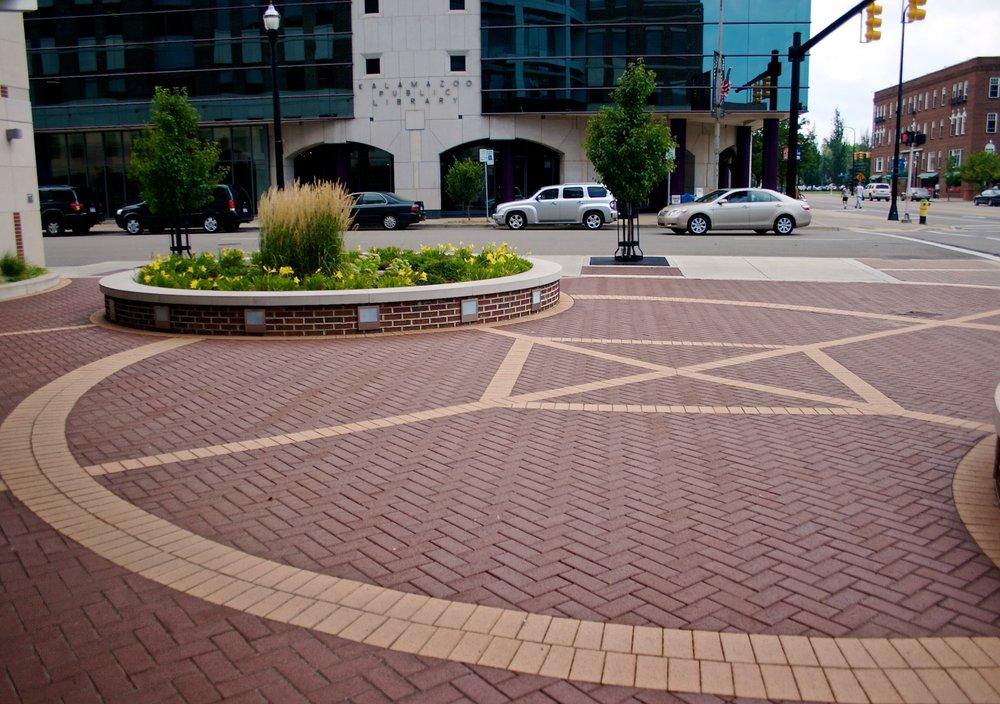 Devisser Landscape Service: 4014 S 9th St, Kalamazoo, MI