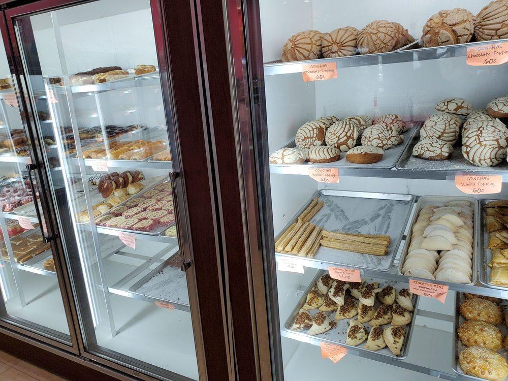 Magnolia's Bakery: 32350 State Hwy 249, Pinehurst, TX