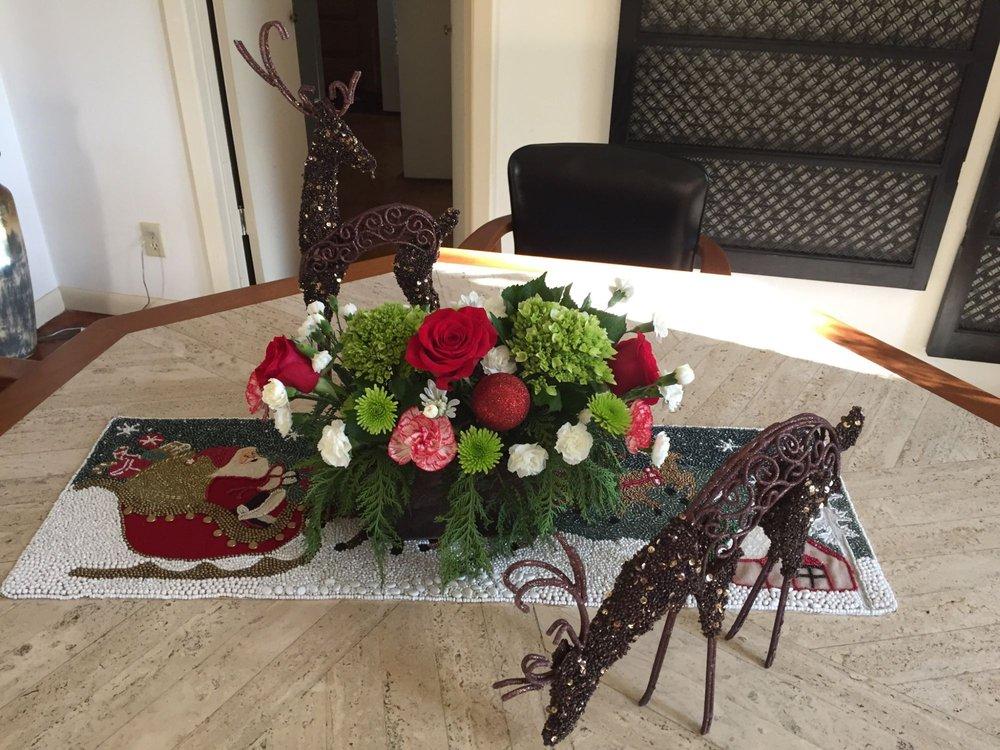 Lulu's Flowers: 2722 Highway 35 N, Rockport, TX
