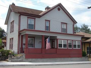 Gillum House: 35 Walnut St, Shinnston, WV