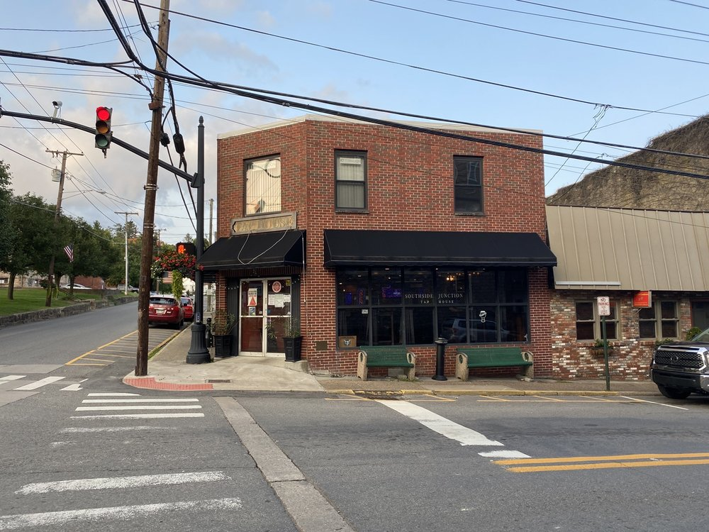 Southside Junction Tap House: 101 N Court St, Fayetteville, WV