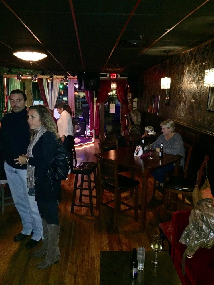 Moondog's Lounge: 24 State St, Auburn, NY