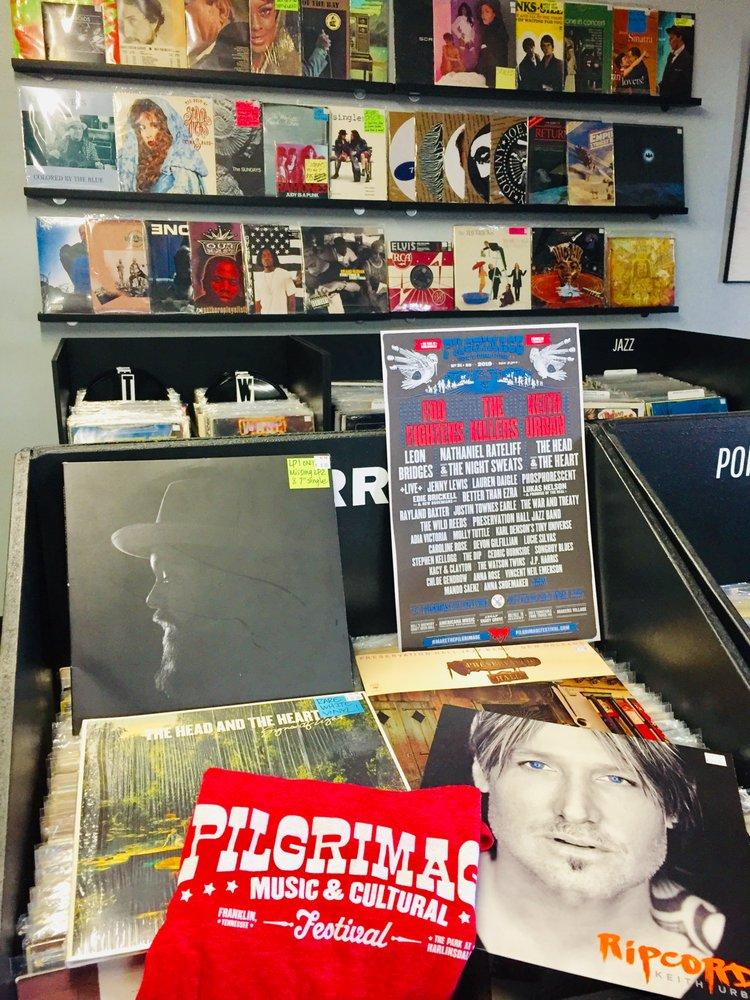 Elevator Vinyl: 115 Sanders Ferry Rd, Hendersonville, TN