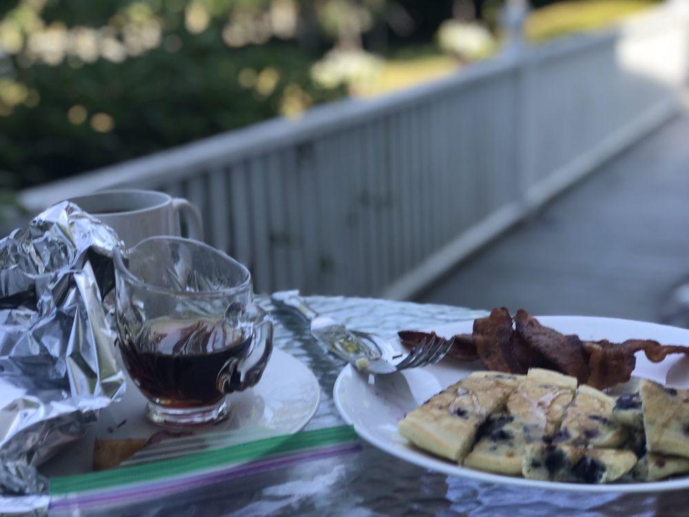 Scargo Manor Bed & Breakfast: 909 Main St, Dennis, MA