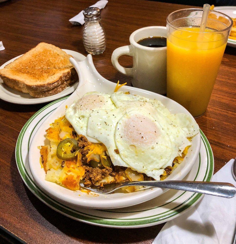 Markle's Pancake House & Restaurant: 165 N Clark St, Markle, IN