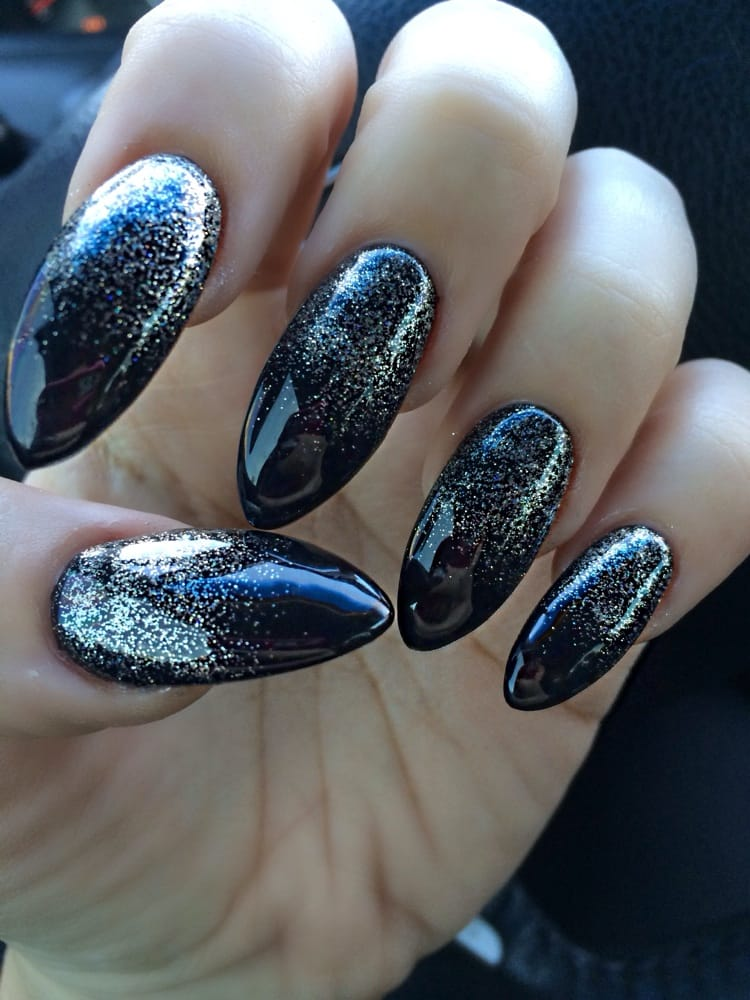 Today\'s New Year\'s Eve stiletto nails! Black and gold glitter ...