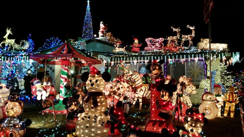 Christmas on Knob Hill: 1639 Knob Hill Rd, San Marcos, CA