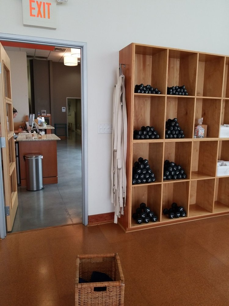 barre3 Austin - Hill Country Gallaria: 12800 Hill Country Blvd, Bee Cave, TX