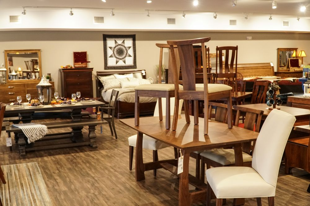 Dining room and bedroom furniture in the DutchCrafters Amish ...