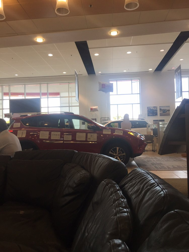 crown toyota of lawrence 19 photos car dealers 3430 s iowa st lawrence ks phone number. Black Bedroom Furniture Sets. Home Design Ideas