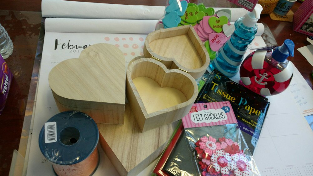 Heart Shaped Jewelry Boxes To Decorate The Tissue Paper Is For