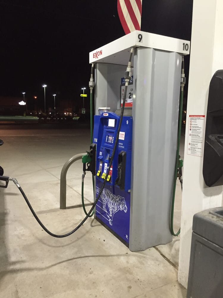Tony's & Sons Exxon: 119 N Nixon Ave, Nixon, TX
