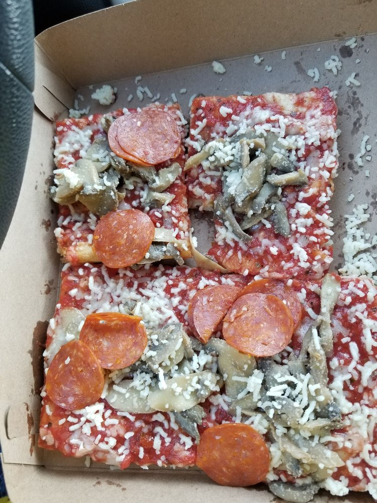 Dicarlo's Original Pizza: 523 Commerce St, Wellsburg, WV