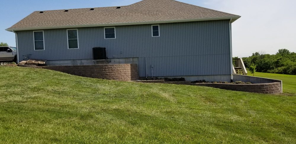 Linebach Lawn & Landscape: Higginsville, MO
