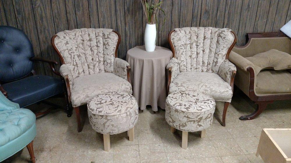 T J's Upholstery: 9231 E US Hwy 36, Avon, IN