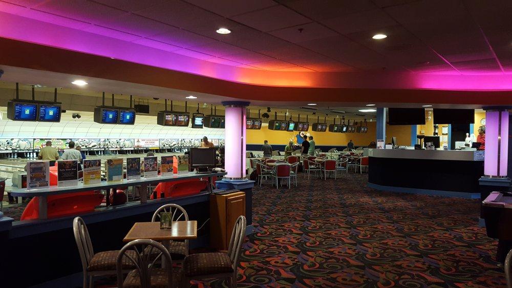 Bradley Bowl: 129 Ella Grasso Tpke, Windsor Locks, CT