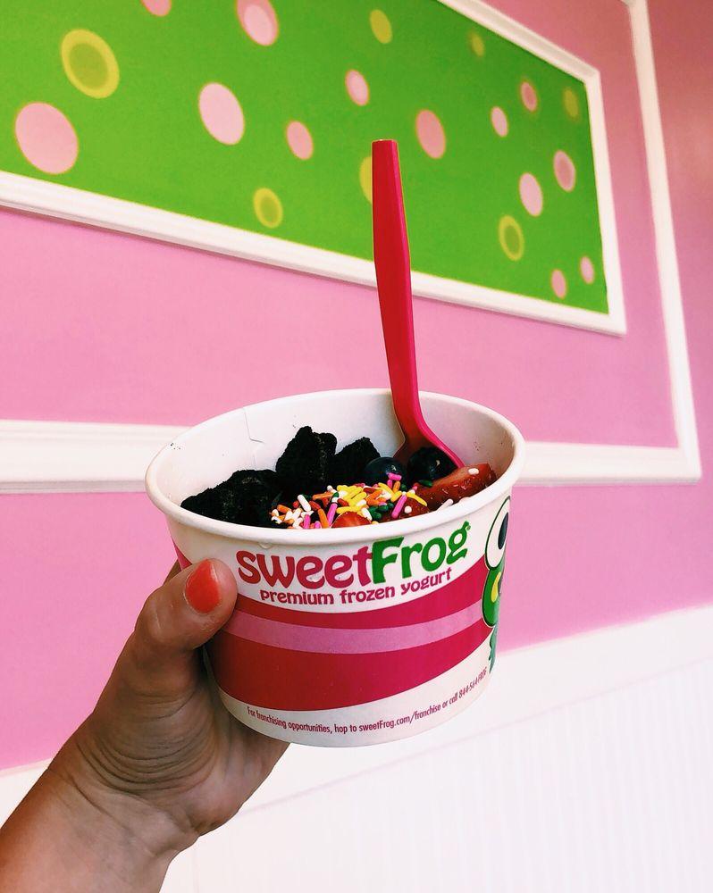 Sweet Frog Premium Frozen Yogurt: 7394 Harbour Town Pkwy, Suffolk, VA