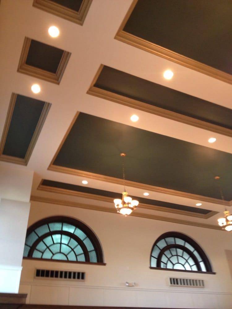 Royal Oak Room: 1 Bates St, Lewiston, ME