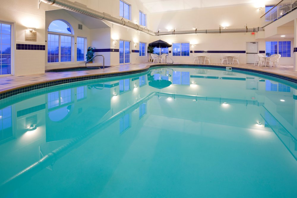 Country Inn & Suites by Carlson-Montevideo: 1805 E Highway 7, Montevideo, MN