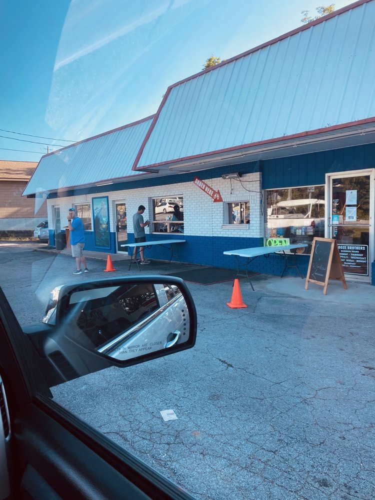 Booze Brothers: 138 E Van Buren, Eureka Springs, AR