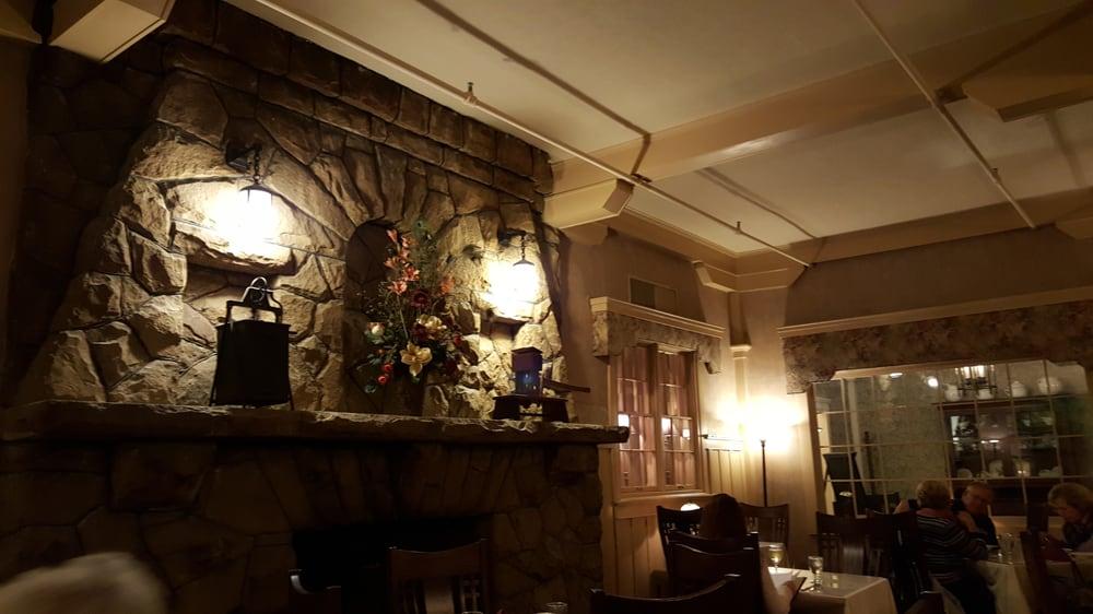 Mae's Dining Room: 101 Skyline Dr, Farmington, PA