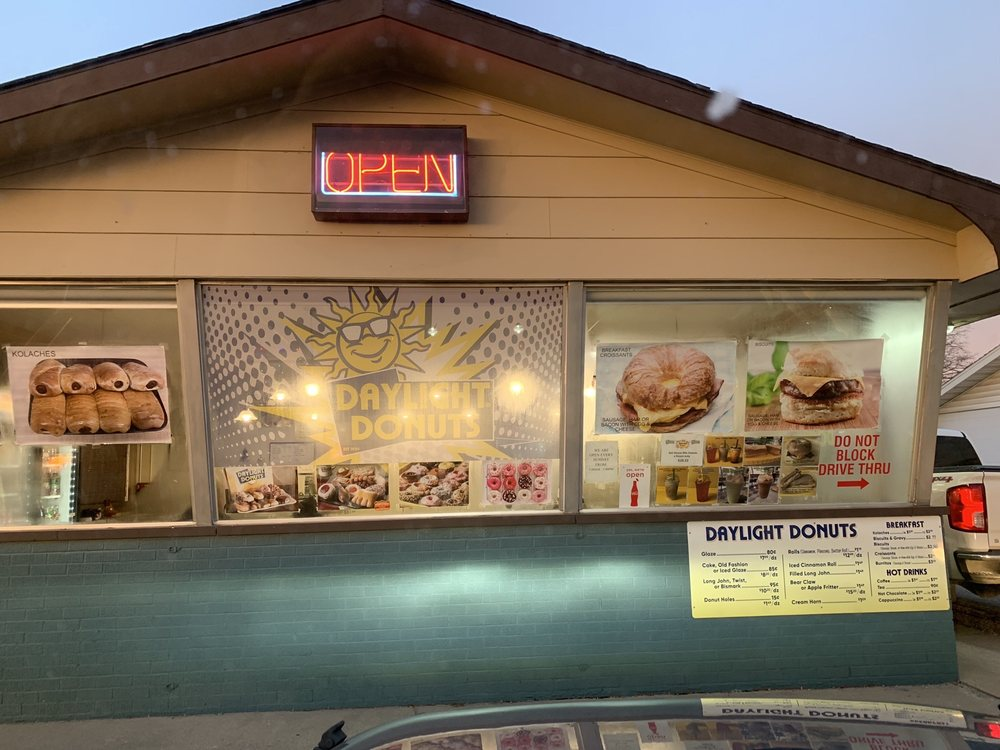 Daylight Donuts: 207 N Keller Dr, Effingham, IL