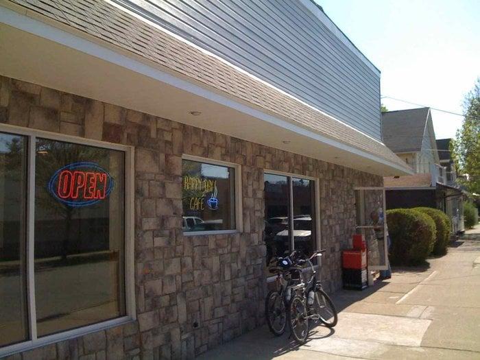 Happy Day Cafe: 101 Main St, Leechburg, PA