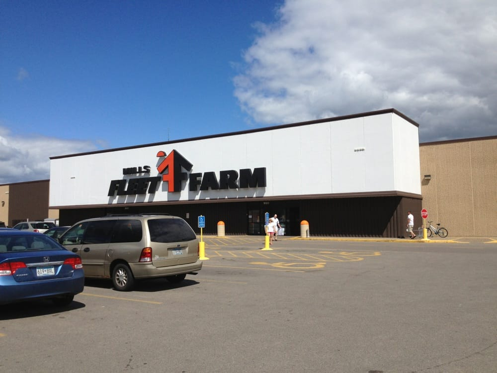 Mills Fleet Farm: 920 E Hwy 61, Winona, MN