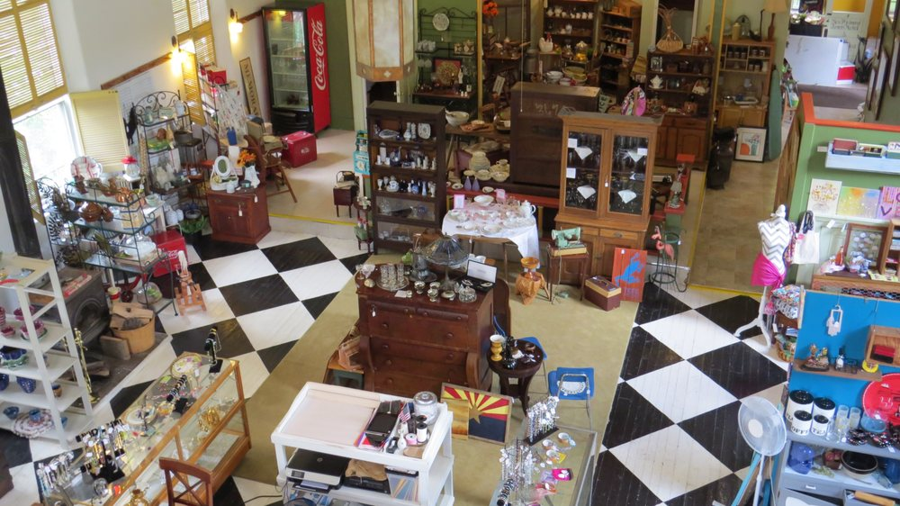 River Village Shoppe Antiques & Consignment: 411 Walnut St, New Richmond, OH