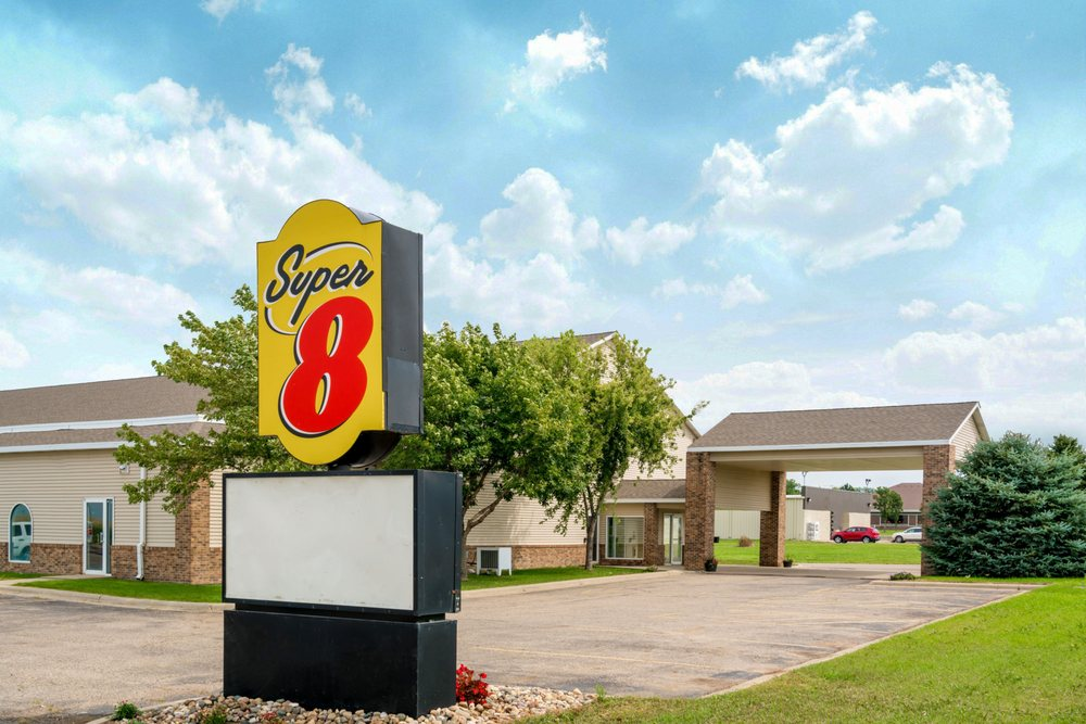 Super 8 by Wyndham Beresford: Hwy 46 & I-29, Beresford, SD