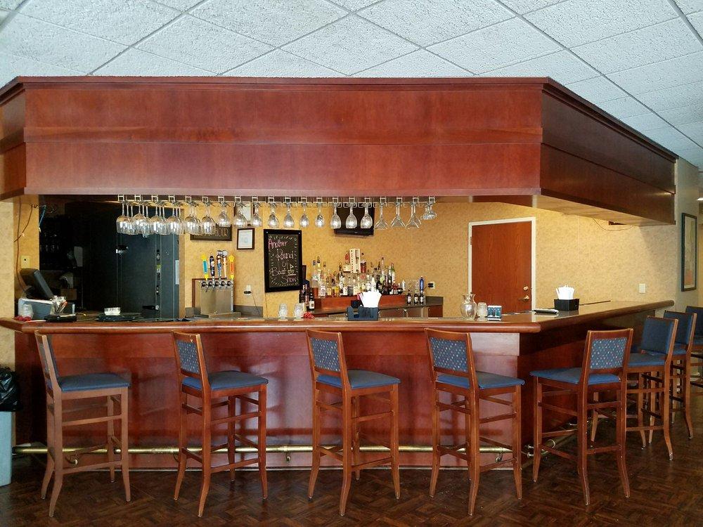 Racquets Restaurant: 4242 Clyo Rd, Dayton, OH